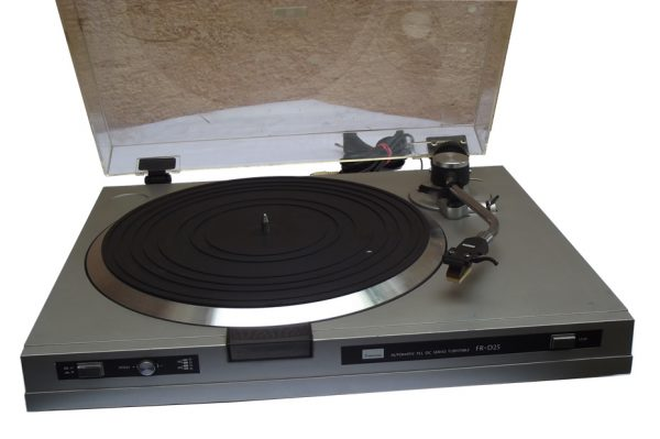 Automatic PLL DC Servo Turntable FR-D25
