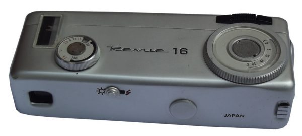 Kamera Revue 16, Revue 16 Flash
